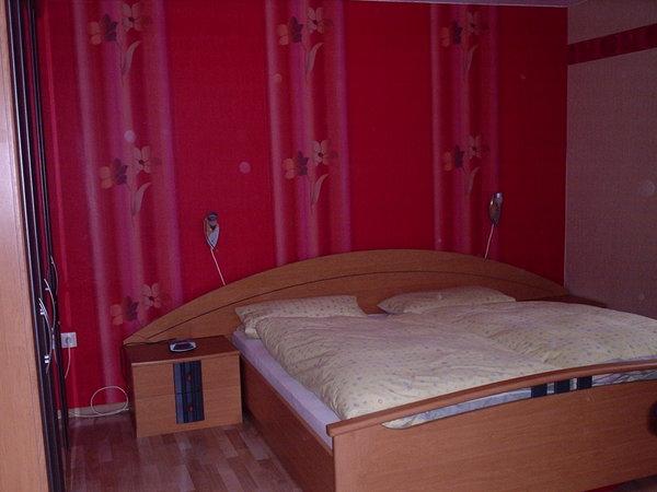 1. gemütliche Schlafzimmer mit Doppelbett