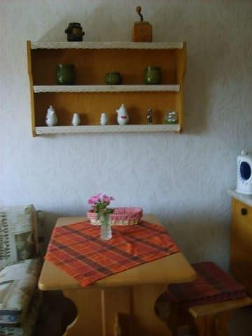Wohnzimmer mit Eßtisch