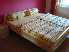 Schlafzimmer für 2 Personen mit der Möglichkeit ein Kinderbett aufzustellen