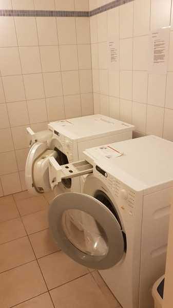 Münzwaschmaschinen im Keller