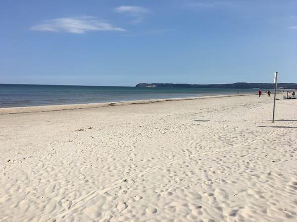 Der Strand von Binz-Prora im frühen Frühjahr.