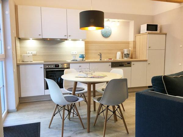 Die komfortable Küchenzeile ist ausgestattet mit Geschirrspüler ...