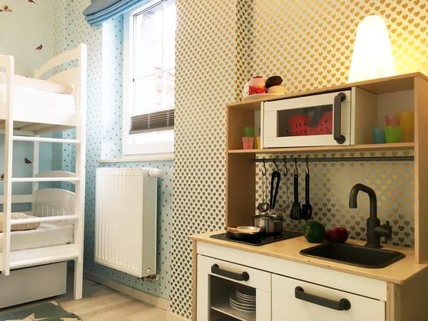Eine gute ausgestattete Kinderküche ist auch vorhanden.
