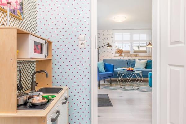 Eine gut ausgestattete Kinderküche ist auch vorhanden.