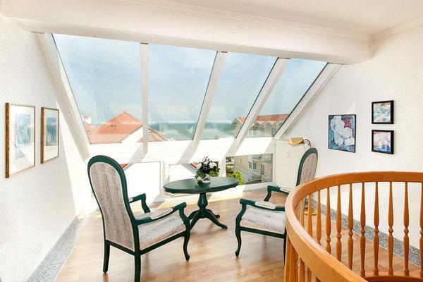 Im Obergeschoß der Muschelwohnung befindet sich das Wohnzimmer, das einen fantastischen Ausblick auf das Meer bietet. Die Fewo geht über 2 Etagen (3.+4. OG).