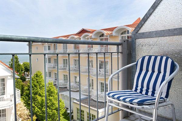 Von der Küche aus betreten Sie diesen Balkon, von dem aus das Meer zu sehen ist.
