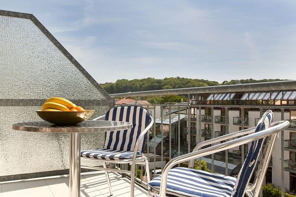 Vom Wohnzimmer treten Sie auf den sonnigen möblierten Südbalkon. Eine Sonnenmarkise ist natürlich vorhanden.