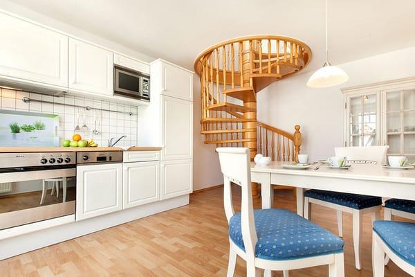 Hier im Bild die Wendeltreppe zum Wohnzimmer.