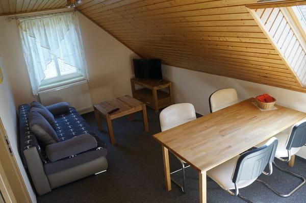 Wohnzimmer mit Küche, WLAN und TV