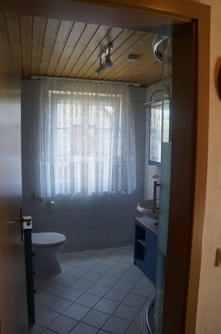 Badezimmer  mit Außenrollo
