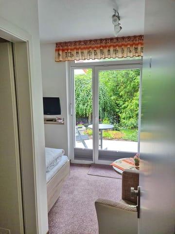 Einzelzimmer Nr. 8 mit Terrasse