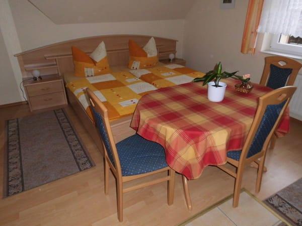 Essplatz mit Ehebettanlage