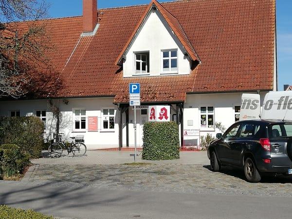 Arztpraxis und Apotheke in der Strandstraße