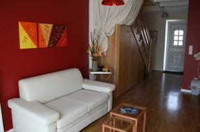 Wohnzimmer mit ausziehbarer  Schlafcouch