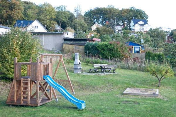 Hauseigner Kinderspiel- und Grillplatz