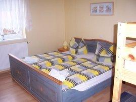 Schlafraum mit Doppel-und Etagenbett