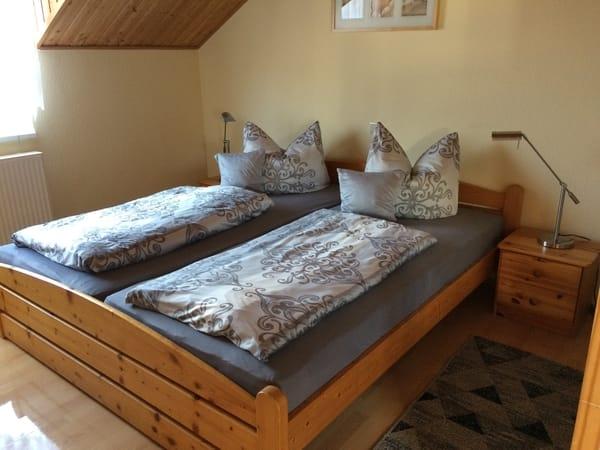 Schlafzimmer mit Doppel-und Etagenbett