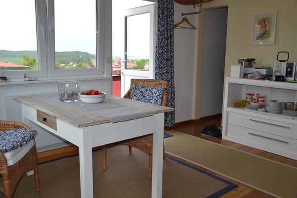 Frühstückstisch mit Blick über Binz ´gen Westen.