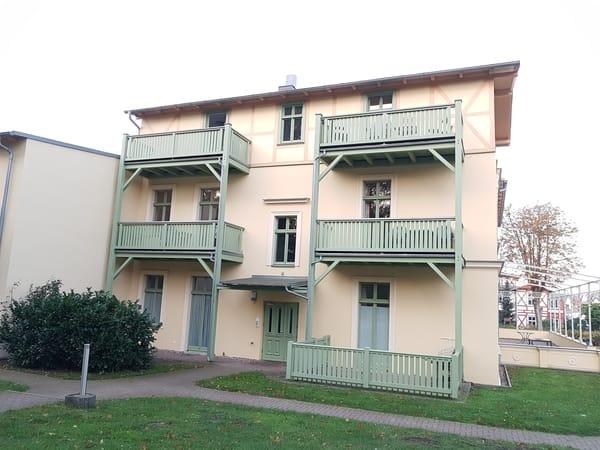 Eingang zur Wohnung 09 mit zwei Balkonen im 2. Obergeschoss