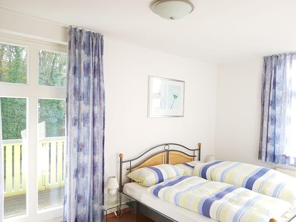 Schlafzimmer mit eigenem Balkon