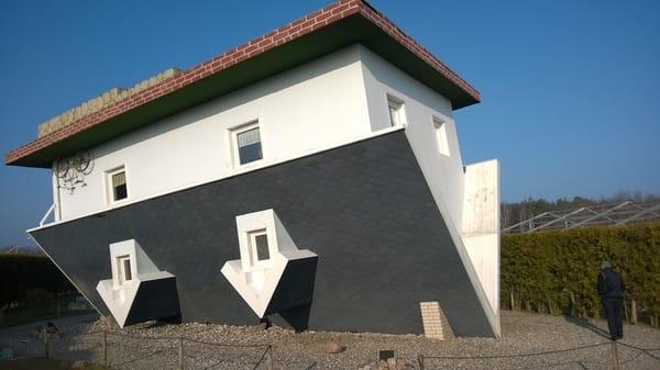 Unternehmungen: Das auf dem Kopf stehende Haus in Trassenheide