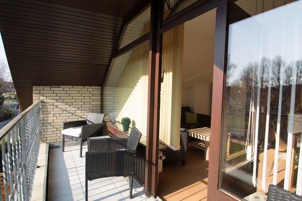 Balkon mit Balkonmöbeln