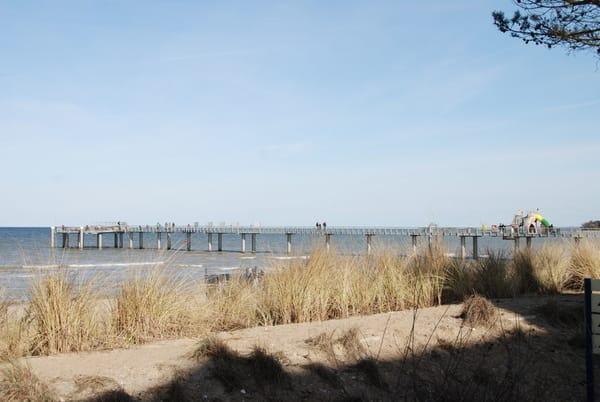 Blick von der Promenade auf die Seebrücke