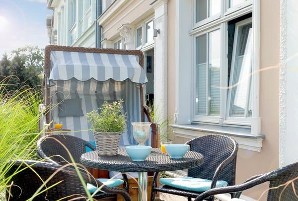 Vom Wohnbereich betreten Sie Ihre private Nordost-Terrasse ...