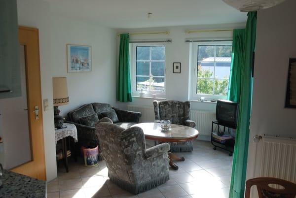 Gemütlicher Wohnbereich der Ferienwohnung
