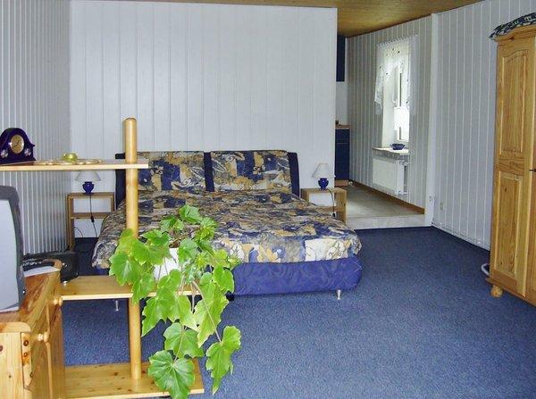 kombiniertes Wohn- Schlafzimmer