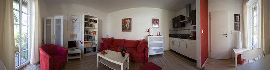 Panoramabild 270° = Wohn-Ess-Küchenbereich, Tür zur Eingangsdiele, Fenstertüren zur eigenen Terrasse