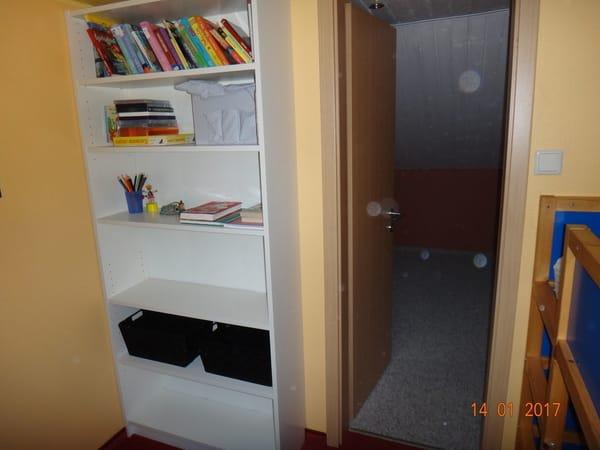 Lese-, Spiele- und Ablageecke im Kinderzimmer