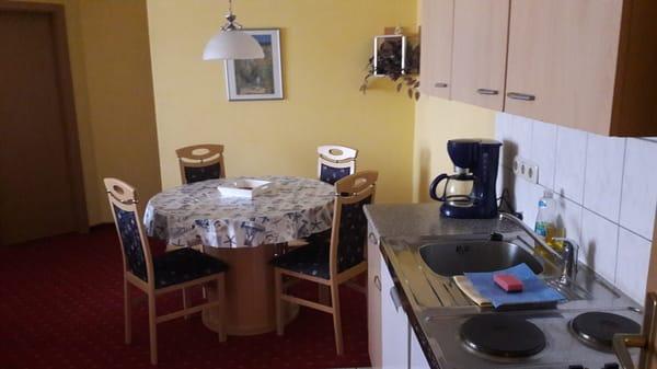 Ferienwohnung oben Miniküche und Essecke