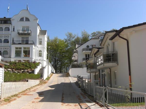 Gebäude rechts mit Eingang Nr.16