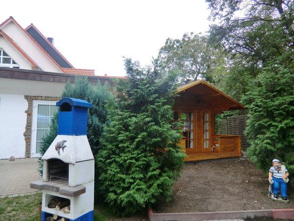 Garten mit Steinofengrill