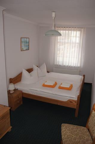 Schlafzimmer Wohnung unten