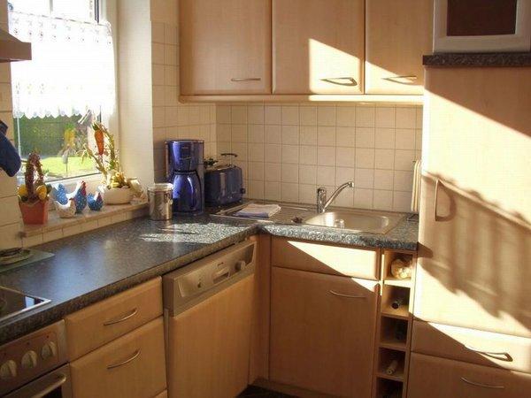 Küche mit Durchreiche