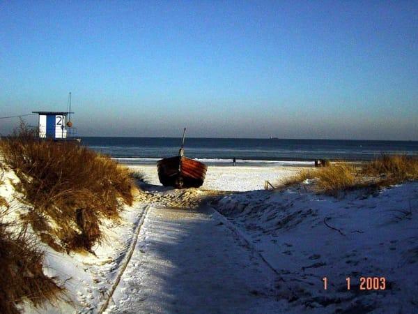 Strand vor der Villa Anna im Winter.