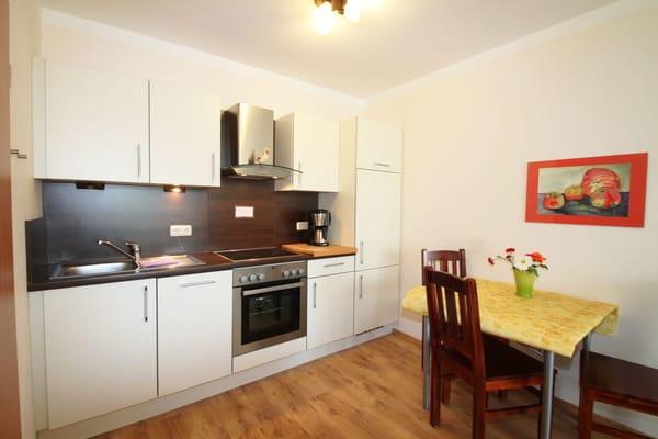 Wohnküche mit Geschirrspüler, Backofen