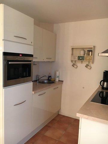 Küche mit Backofen inkl. Mikrowelle und Geschirrspüler