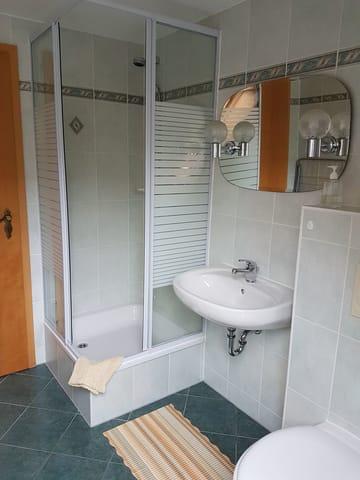 ... mit Dusche/WC