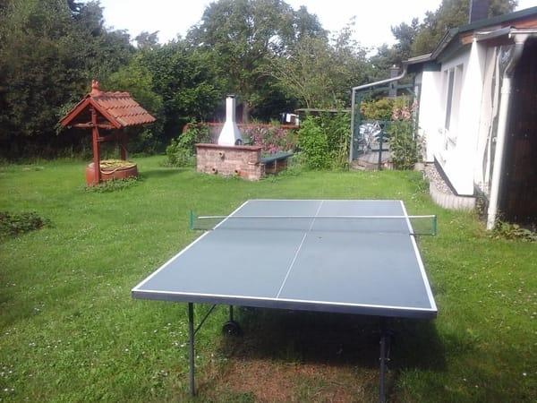Terrasse und Grillmöglichkeit und Tischtennisplatte