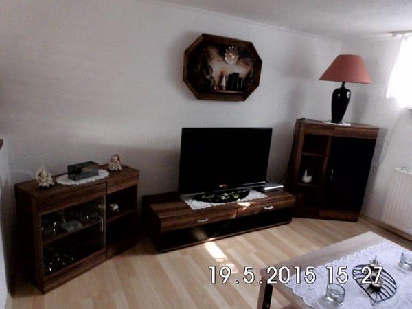 Wohnbereich mit modernem Flachbild-TV