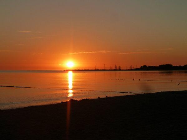 Sonnenaufgang am Hafen von Glowe