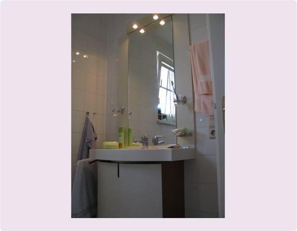 Bad mit Dusche und WC,                                                                                                                                                         zusätzliches separates WC