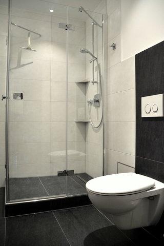 2016 saniertes Bad mit 1,20m großer Dusche.