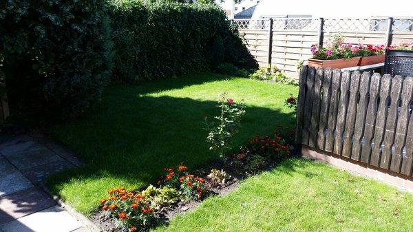 zur Ferienwohnung gehört ein kleiner Garten