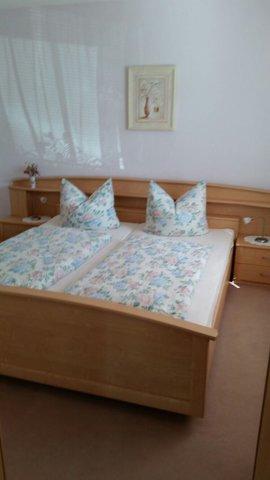 Schlafzimmer 2 mit 3-teiligen Kleiderschrank