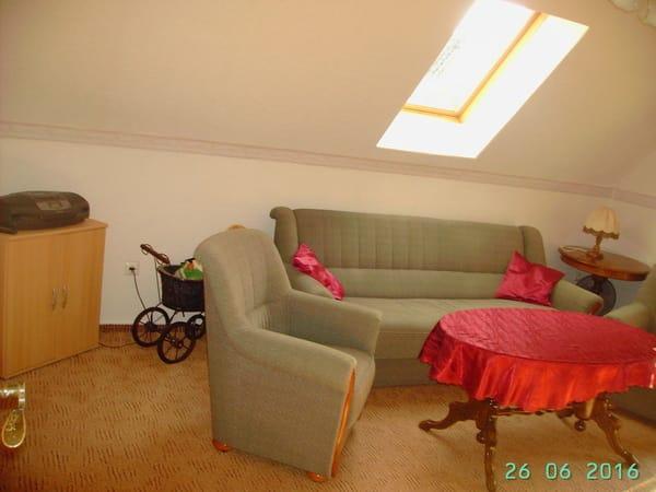 bequeme Couchgarnitur im Wohnzimmer