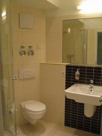 Bad mit Dusche/Badewanne